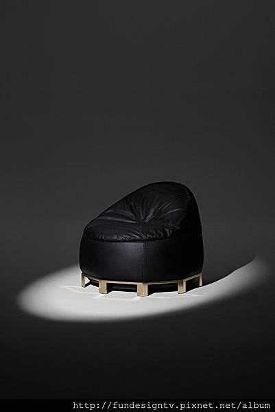 alexander-wang-bean-bag-furniture-collection-02-683x1024