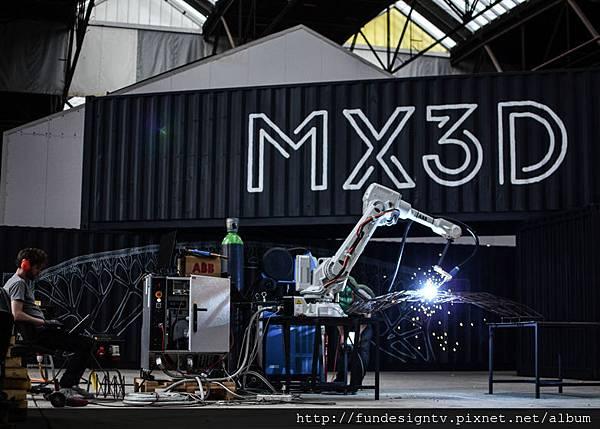Slideshow-Joris-Laarman-MX3D-3D-printed-bridge-robot-test.jpg