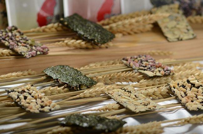 上豐海苔夾新黑米燒系列食品,以穀類.堅果為基底,遵循古法傳統爆米香,增加堅果豐味,並保留堅果營養.JPG