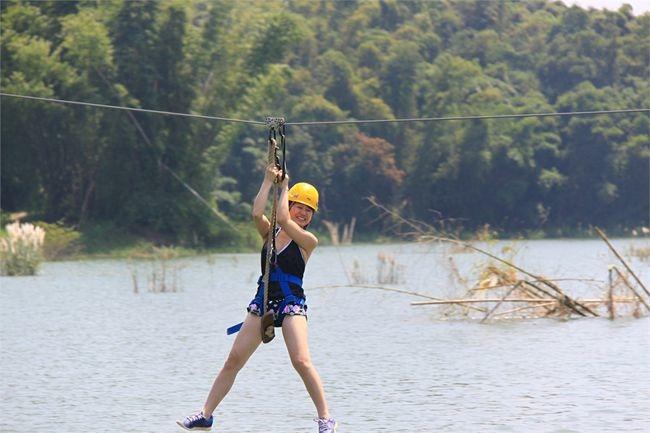 江南渡假村園區內有豐富的行程,有漆彈、遊湖、踩船、獨木舟、攀樹、滑索、等活動.JPG
