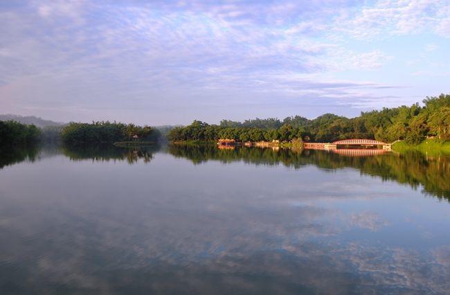 江南渡假村得天獨厚,面對寬闊湖面,暢遊於山林之間,且交通便捷,下國道3號15分鐘即可到達.JPG