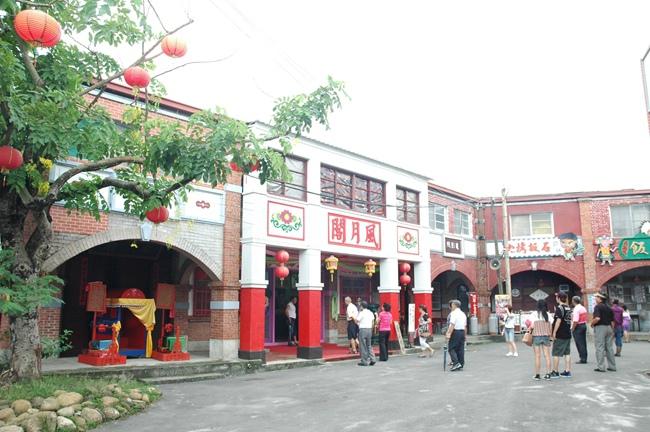 紅磚屋是當時繁榮的建築代表,風月閣最具特色.JPG