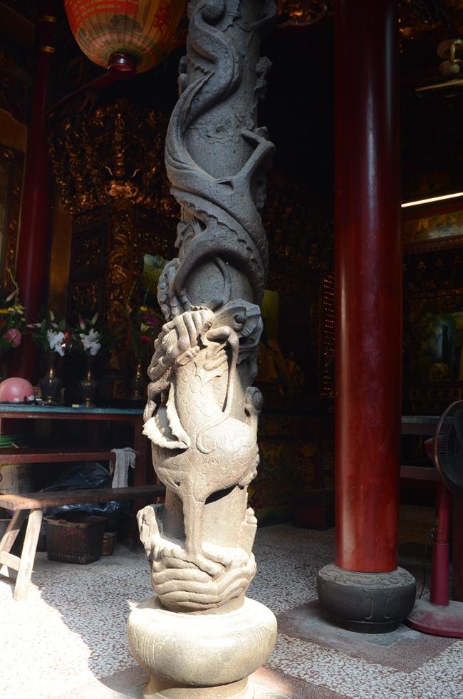 天公廟單龍盤柱,栩栩如生雕工,市府城最具帶表性龍柱之一.JPG