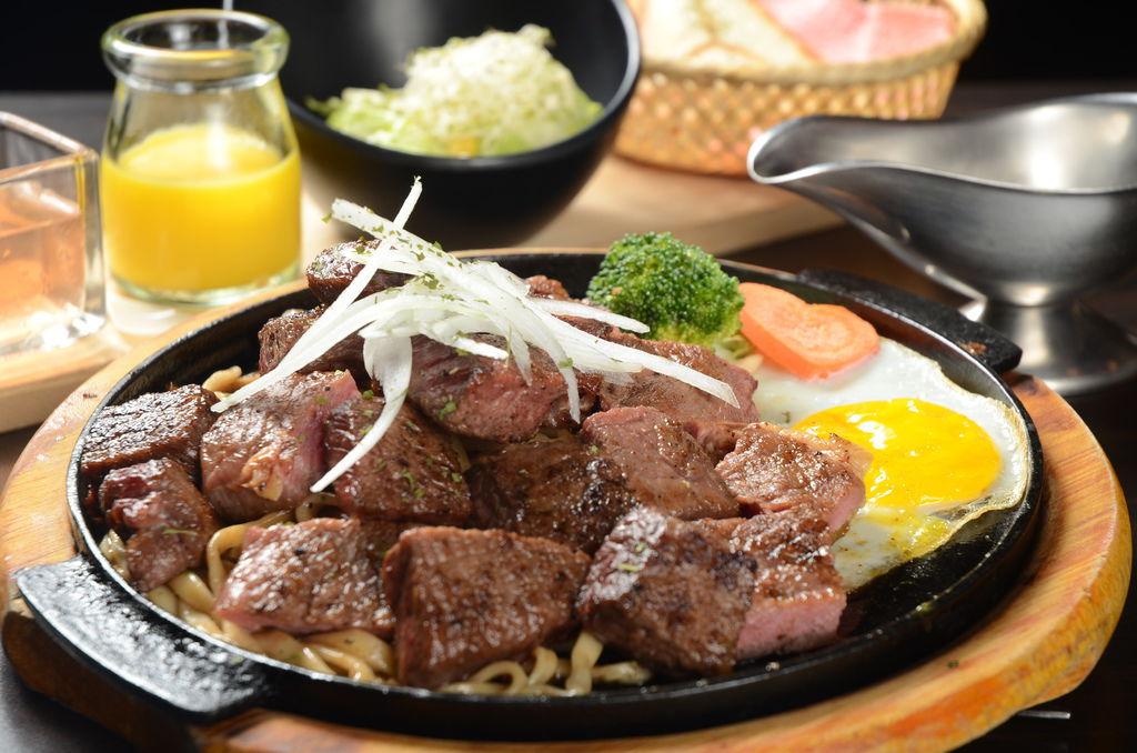 甩子沙朗牛肉吃來嫩鮮多汁.JPG