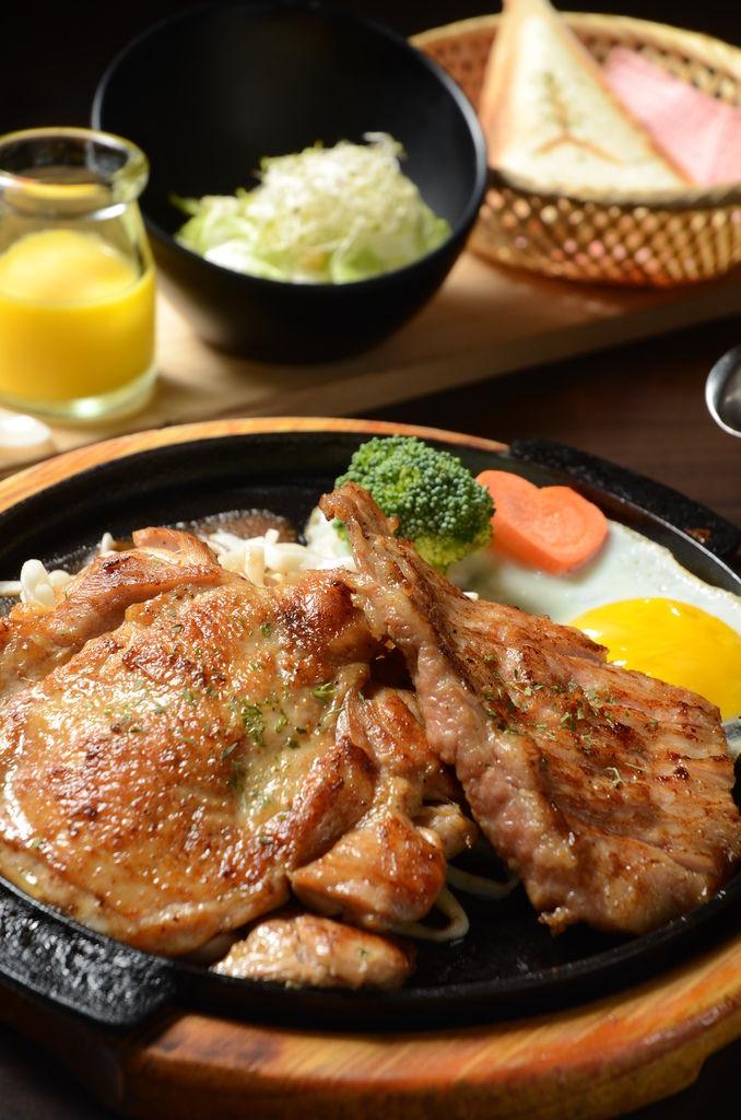 牛雞雙拼澎湃雙主菜呷飽飽400又有找.JPG