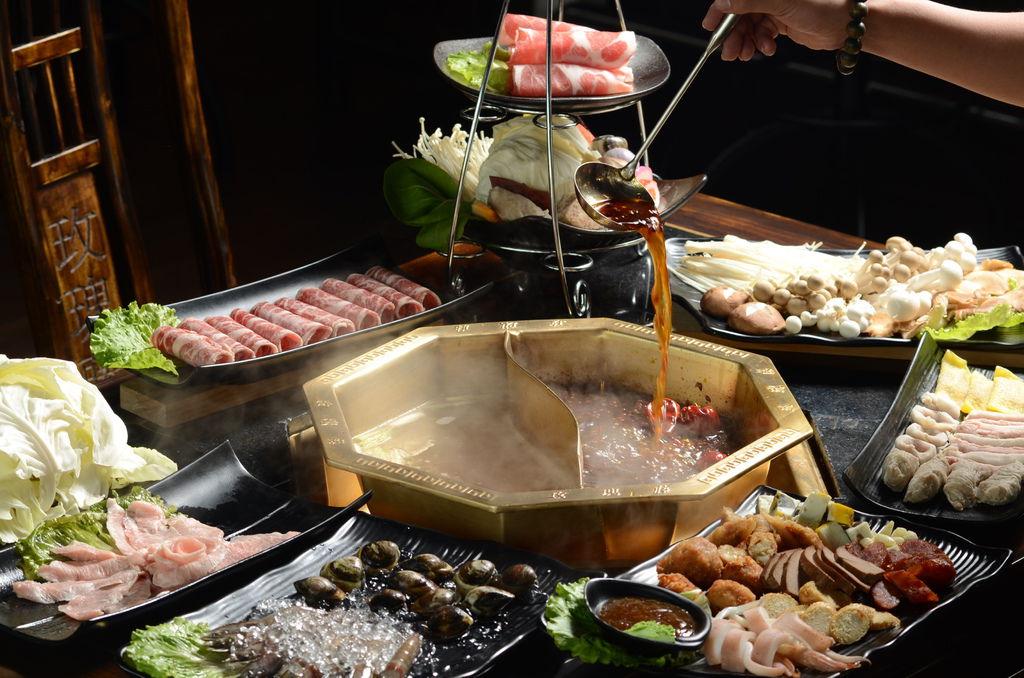 頂級肉品.海鮮.滿滿一桌菜2000元有找(主標).JPG