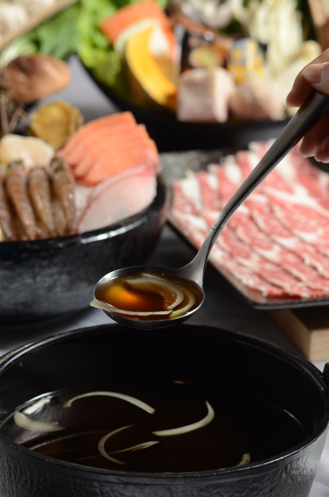 2.壽喜燒鍋料豐盛,醬汁濃郁醬香味十足.JPG