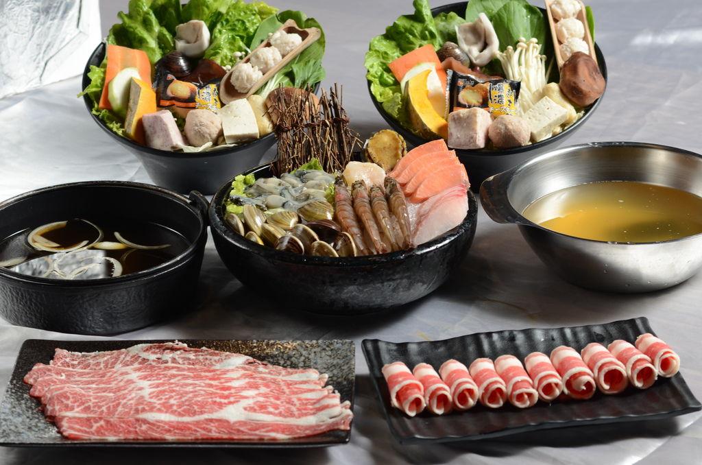 1.嚴選新鮮食材,肉品現點現切,蔬菜每天新鮮配送.JPG
