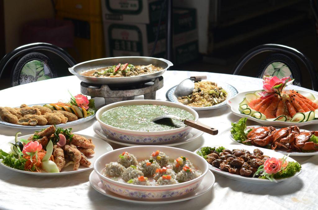 1.海鮮大餐滿滿一桌菜4000元有找.jpg