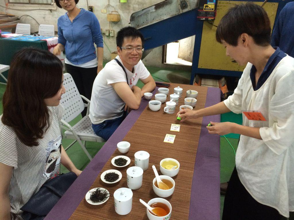 有趣的誰是品茶王活動教您觀湯色分辨茶葉種類.jpg