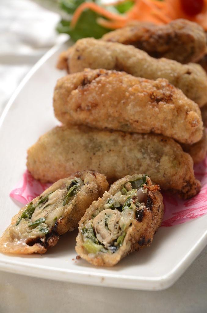 3.皮酥脆餡飽滿清甜,看得到整粒鮮蚵.JPG