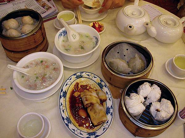 Dimsum_breakfast_in_Hong_Kong.jpg