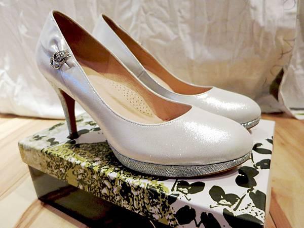 白色珠光婚鞋