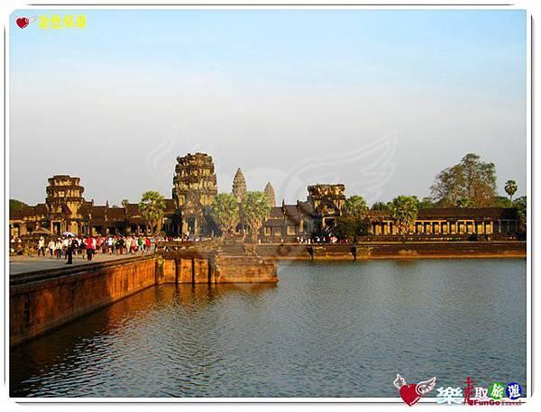 金色吳哥-小吳哥窟AngkorWat護城河-09