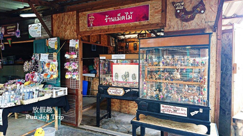010Tha Kha Floating Market.jpg