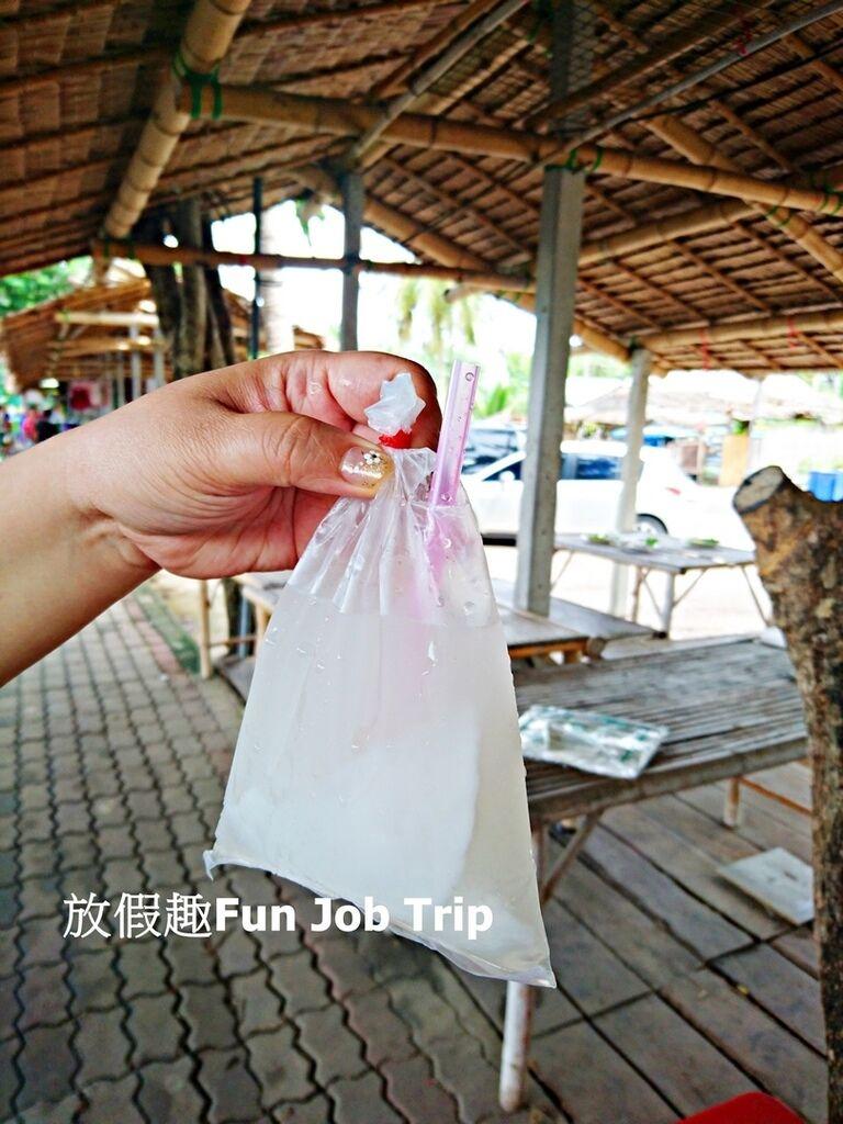 012Tha Kha Floating Market.jpg