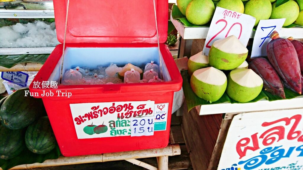 013Tha Kha Floating Market.jpg