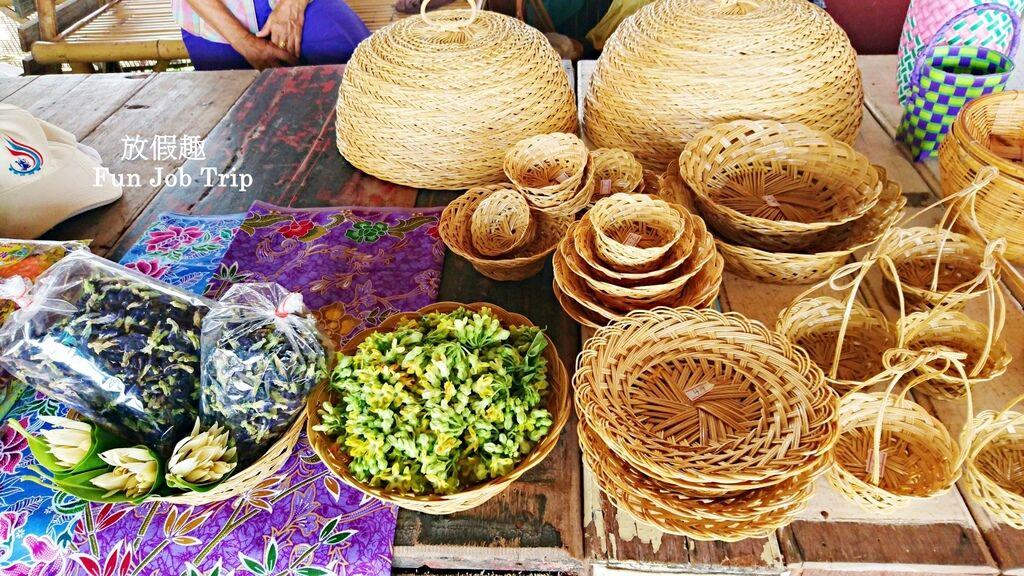 016Tha Kha Floating Market.jpg