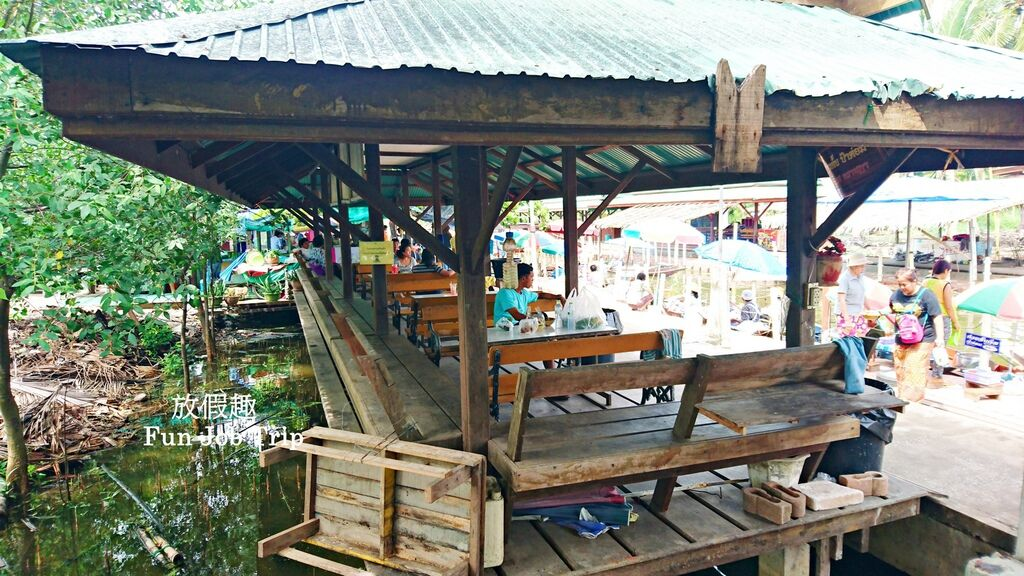 017Tha Kha Floating Market.jpg