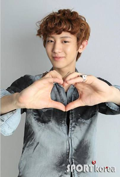 Sport-Korea-Photoshoot-Chanyeol-exo-EC-97-91-EC-86-8C-30888768-440-653