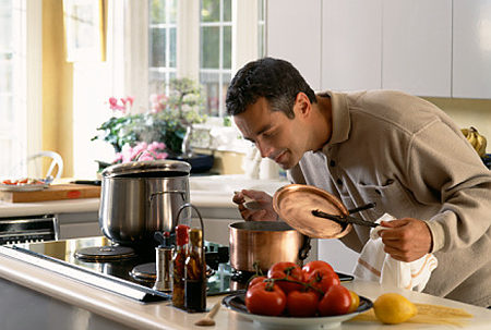Men-in-the-kitchen-Kate´s-Place-cookery-courses.jpg