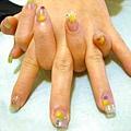 春天色彩繽紛的水晶指甲