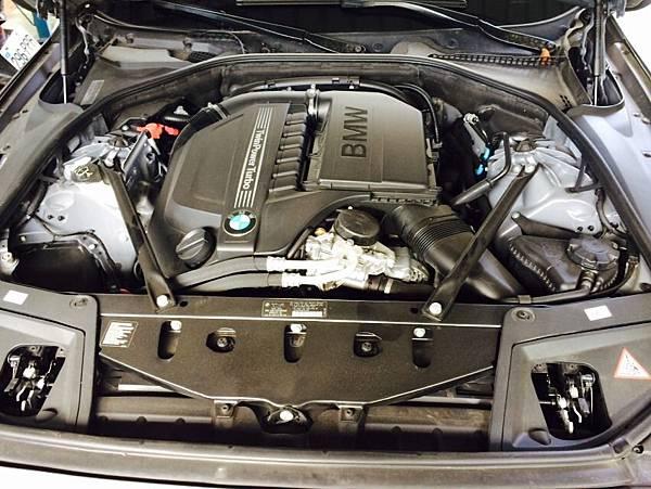 BMW 535引擎室照片
