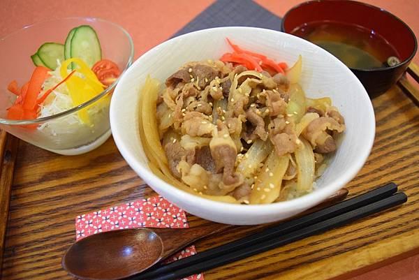 香香牛五花丼 160元