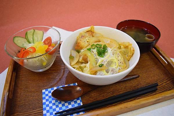 関東蛋蓋豬排丼 160元