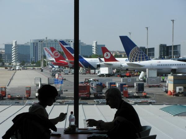 馬德里機場等待起飛的飛機