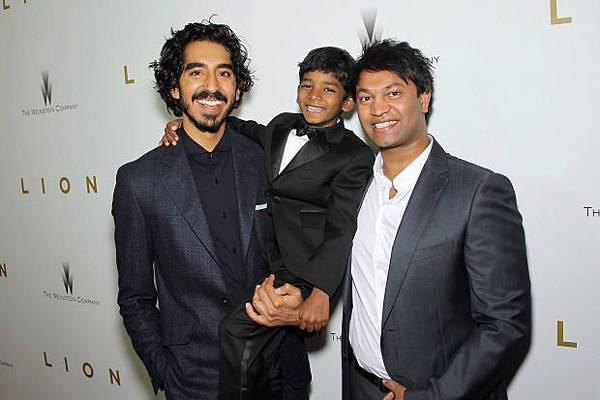 lion 4 with real saroo.jpg