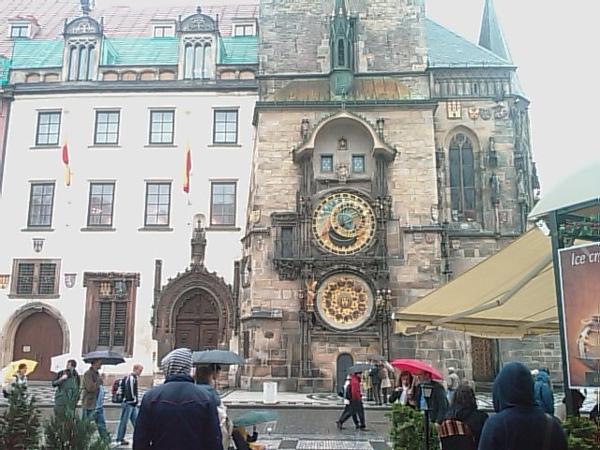 200806布拉格名橋邊的教堂的鐘.jpg
