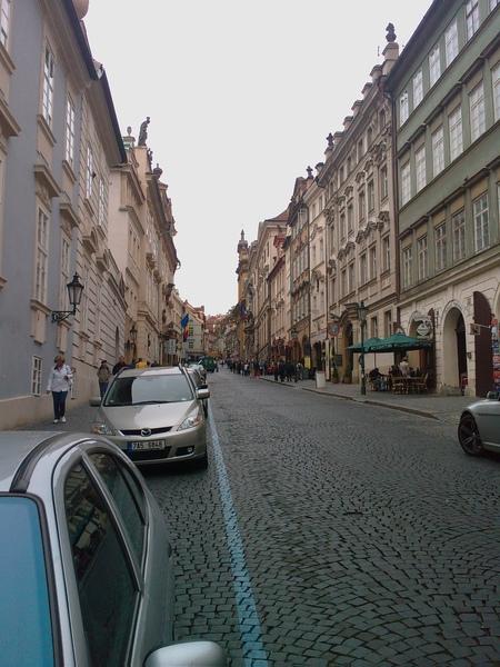 200806布拉格山上教堂邊的街景.jpg