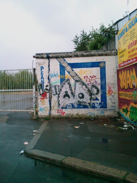 200806柏林東火車站後面殘存的柏林圍牆.jpg