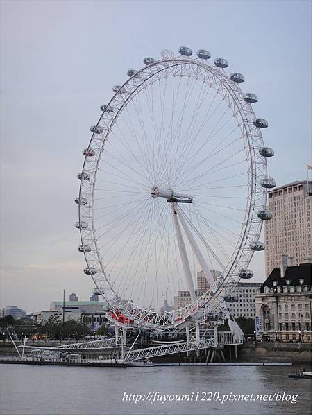 London eyes..JPG