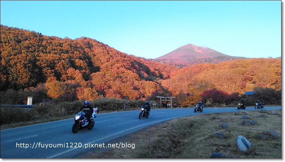 炫紅的山頭風景.jpg