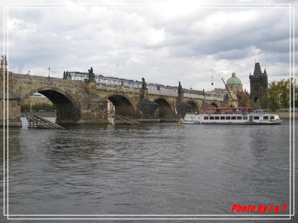 搭船遊伏爾塔瓦河.jpg