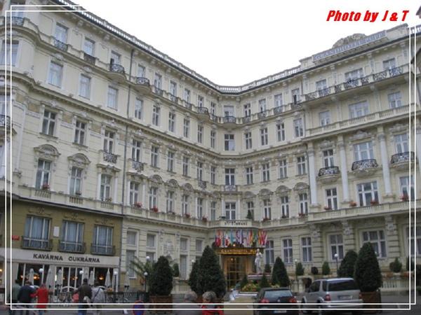 PUPP HOTEL (11).jpg