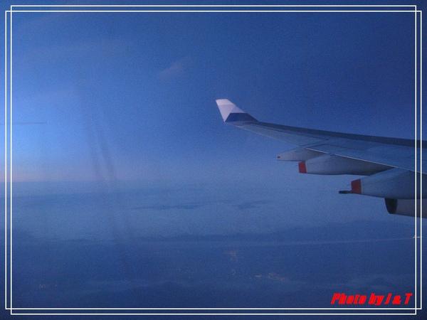 捷克之旅~啟程我們在飛機上看月亮 (7).jpg