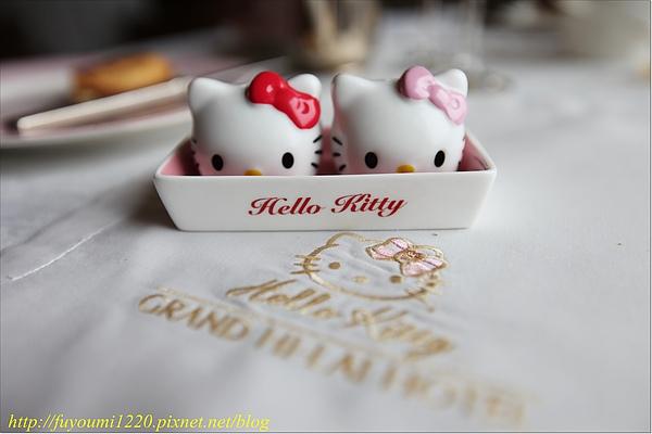 Kitty 上菜 (10).JPG