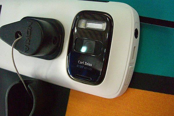 Nokia 808 (9)