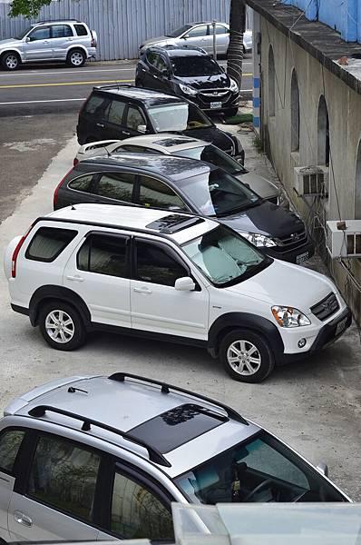 側邊停車場