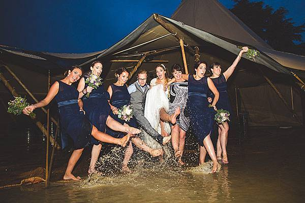weddings-in-rain-2.jpg