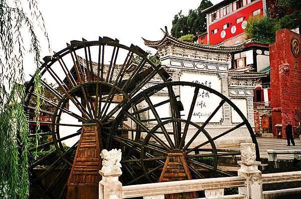 麗江古城是世界上唯一一座沒有城牆的古城,這裡寧靜、溫暖,像這樣的閒適給人無比的安全感。