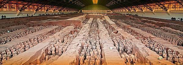 【西安‧兵馬俑】1979年規模宏大的秦兵馬俑博物館隆重開放,舉世罕見的秦兵馬俑博物館開放後,很快就轟動了中外,被譽為『世界第八大奇蹟』,