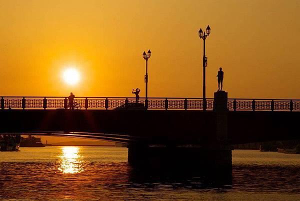ぬさまいはし幣舞橋是釧路市的重要地標,有霧都之稱的釧路,在夕陽下看幣舞橋特別有一番風味呢~