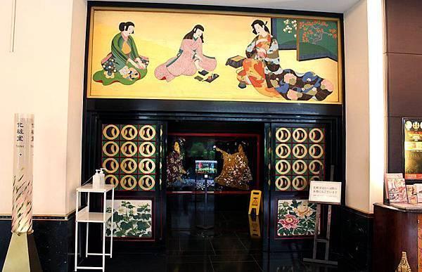 【猜一猜】超棒的飯店,位於日本東京目黑區的目黑雅敘園,房間80㎡起跳,共23間。看的出來這是大廳的公廁嗎?我還以為是飯店的餐廰入口耶!
