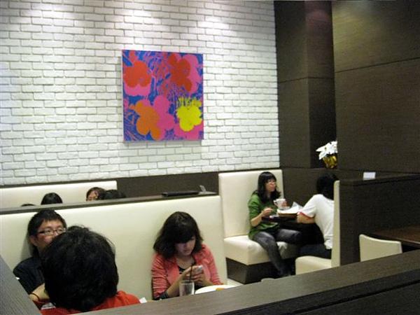 舒適的座位_美式早午餐_Midtown bagel caf'e_高雄河堤.jpg