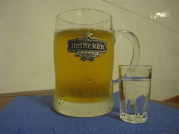 前置作業_新鮮海尼根一罐&烈酒一小杯_深水炸彈_好酒不見.JPG
