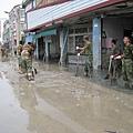 國軍不斷清理淤塞的水溝